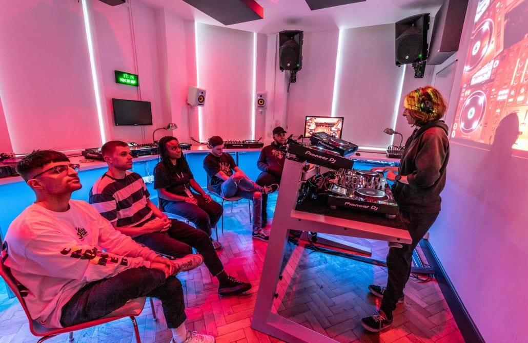 SEM DJ Lab 1 17V2